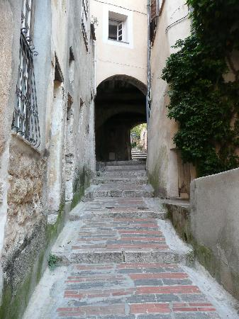 Les Deux Freres: Back streets. Cheaper then the gym!