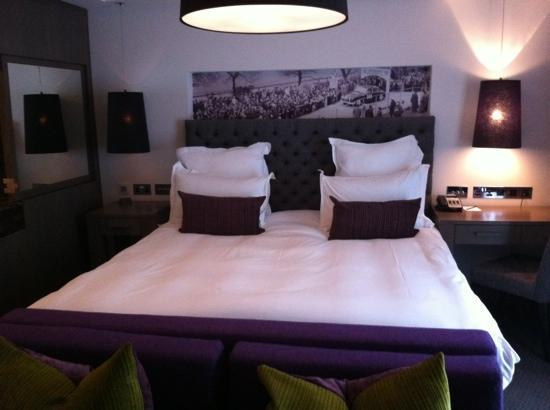 Blythswood Square: bedroom 208