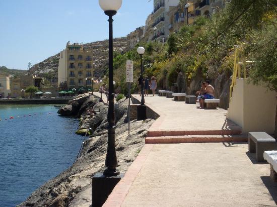Villa Bronja : Walkway along bay where you can jump in