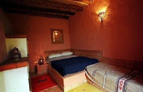 Riad Les Flamants Roses: chambre  avec salle  du baine