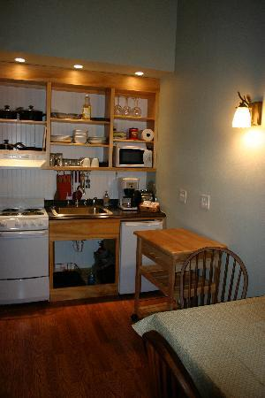 The Cabins at Beaver Creek: Kitchenette
