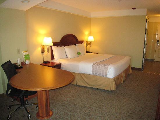 La Quinta Inn & Suites Cincinnati Airport Florence: La Quinta Florence room