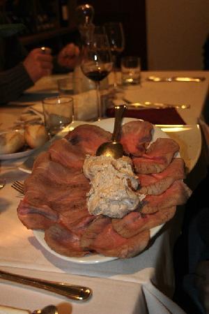 Campanarò...piccolo ristorante in città: Vitello tonnato con salsa fatta in casa