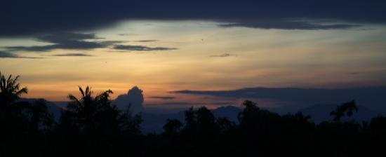 Thien Nga Hotel: Sunset from the hotel room balcony