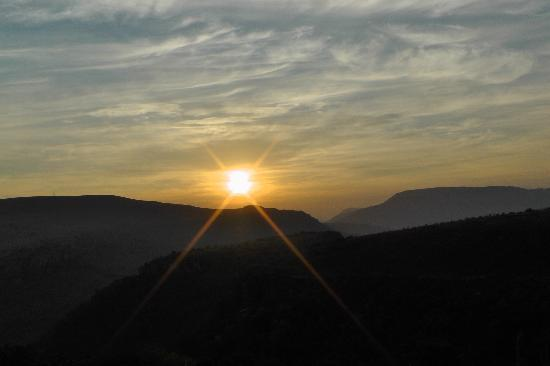 Waterval Boven, África do Sul: Sunrise from the deck.