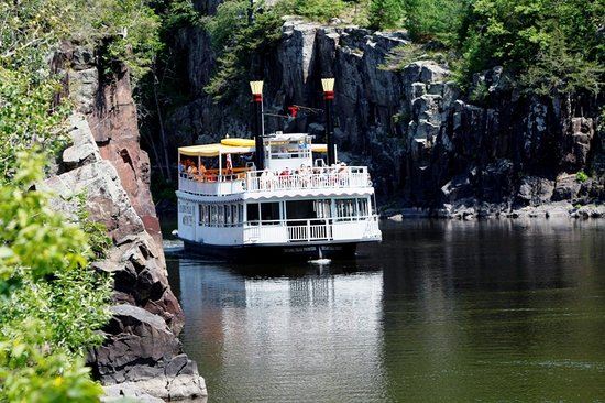 Taylors Falls, MN: Enjoy a scenic boat tour this summer or fall