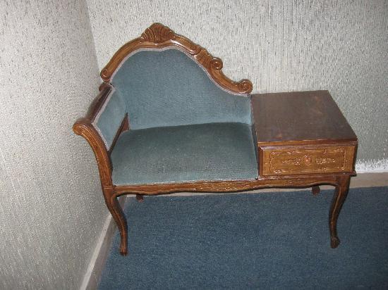 Alcuni mobili antichi sono bellissimi corridoio stanze foto di hotel waldorf riccione - I mobili sono detraibili ...