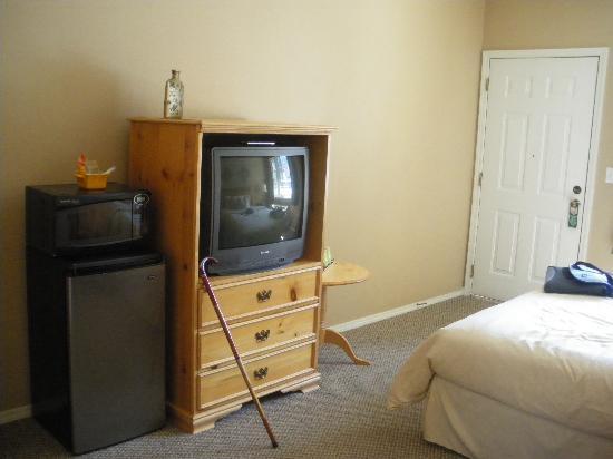 Leavenworth Village Inn: microwave and fridge