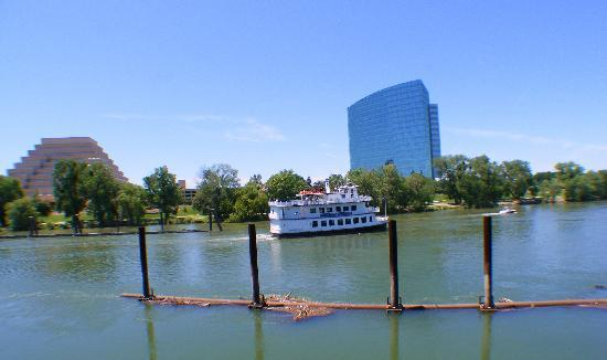 Days Inn Sacramento Downtown: River Cruise