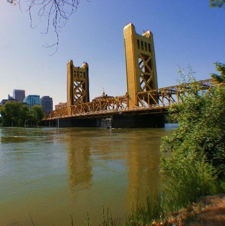 Days Inn Sacramento Downtown: The Golden Bridge