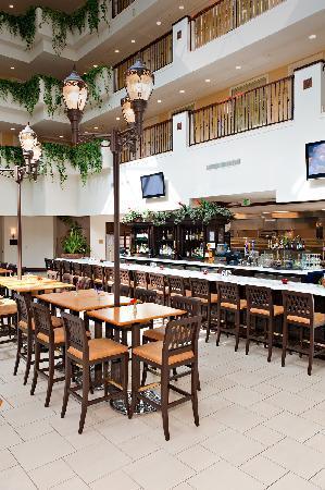 Embassy Suites by Hilton La Quinta Hotel & Spa: Terra Bistro and Wine Bar