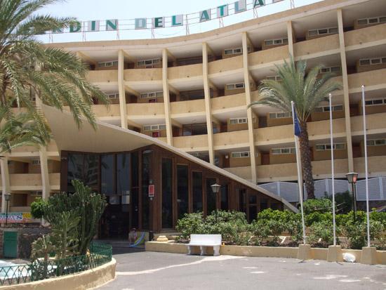 La entrada del hotel bueno los apartamentos picture for Jardin ingles