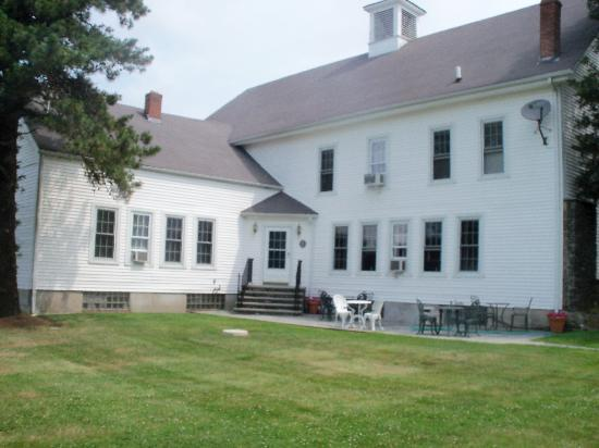 Historic Jacob Hill Inn: Another view of the Inn
