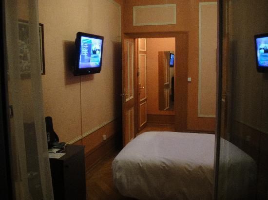 Hotel Longemalle: the same bedroom 206