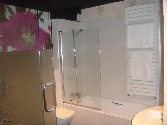 Ellauri Hotela: Baño