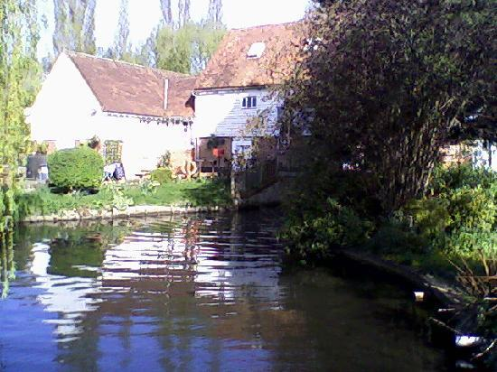Premier Inn St. Albans/Bricket Wood Hotel: View of the mill and pond