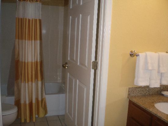 Residence Inn Monroe: Bathroom