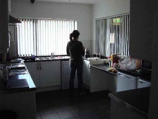 Belfast City Backpacker Hostel: Cocina