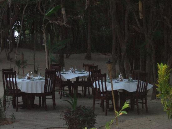 Hamanasi Adventure and Dive Resort: You can have your meals in the sand