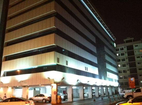 Holiday Inn Downtown Dubai : back view at night