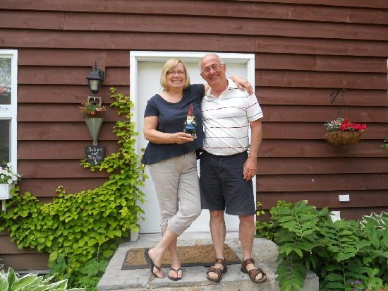 Tulips and Thistle Bed & Breakfast: Ann and Larry with Whickers the Travelling Gnome