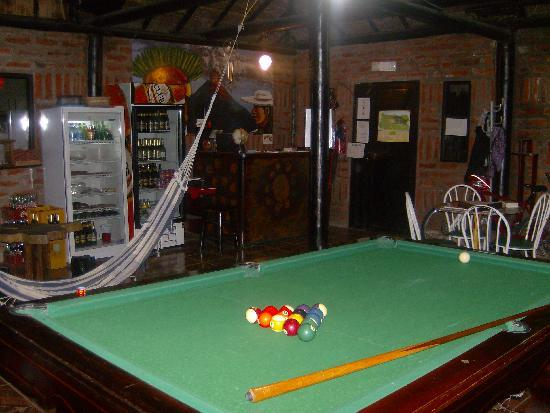 Great Hostels Backpackers Los Pinos: bar y mesa de pool