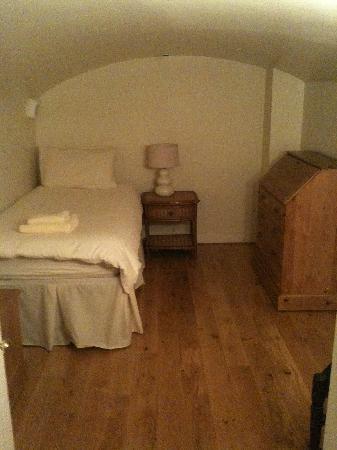 Albany Street Apartments : The single room