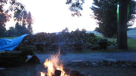 Wheeler's Campground: bonfire :)