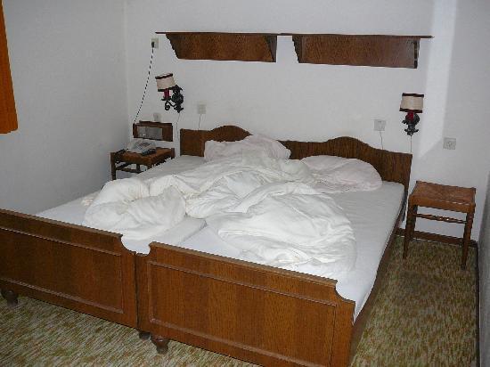 Hotel-Restaurant Vorderburg: Blick auf das Bett