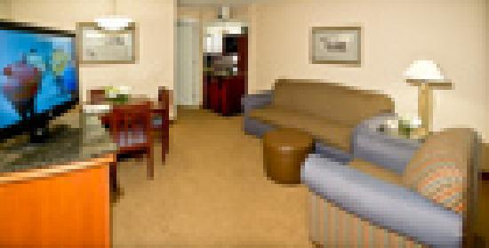 Embassy Suites by Hilton Detroit Southfield: Parlor of each guest room