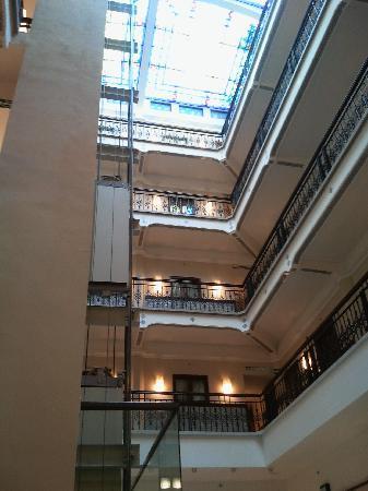 แฮมป์ตัน อินน์ สวีท เม็กซิโกซิตี้เซ็นโทร ฮิสทอริโค: vista del interior del hotel