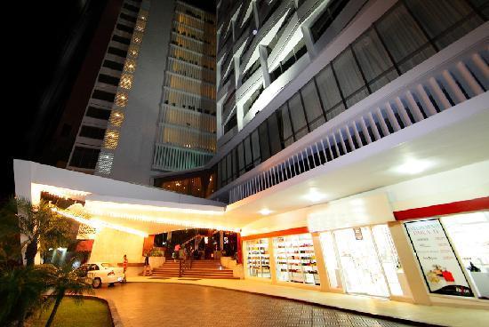 Continental Hotel & Casino: Motor Lobby