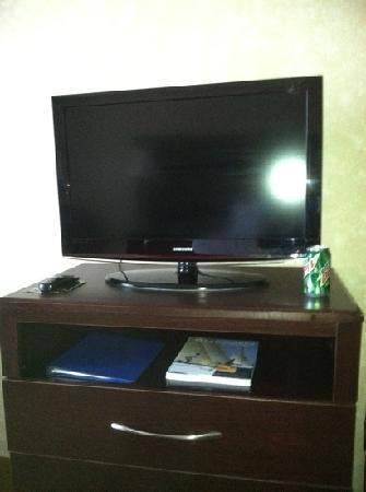 Holiday Inn Express Prince Frederick: our flat screen tv