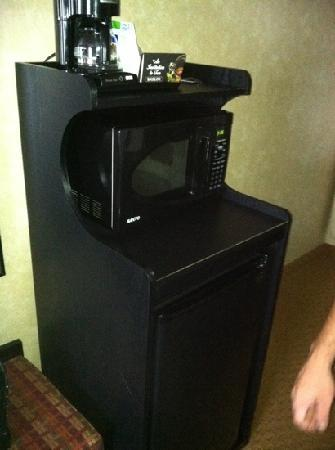 Holiday Inn Express Prince Frederick: coffee maker, microwave, and mini fridge