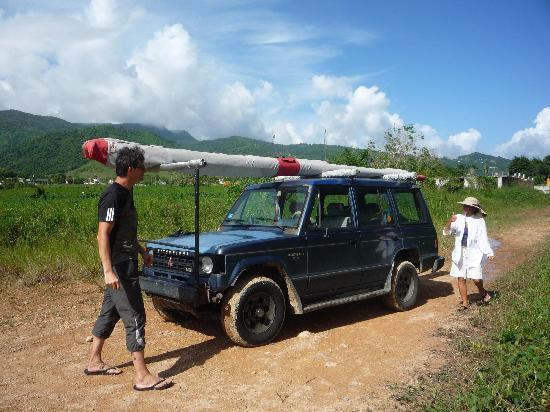 Barefoot Travelers Rooms: Hangglider Rückholen vom Landeplatz