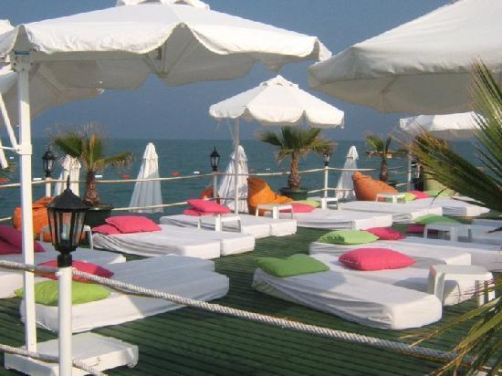 Delphin Palace Hotel: Even Seating areas on the hotel Pier. Lovely bar there AI,