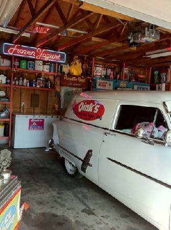 Oink's Dutch Treat: the garage