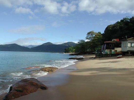Pousada Rosa de Picinguaba: The beach infront of the hotel