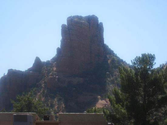 Canyon Villa Bed and Breakfast Inn of Sedona: Bell Rock view from second-story room