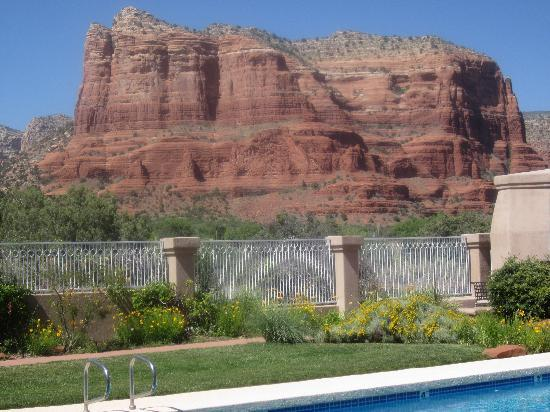 Canyon Villa Bed and Breakfast Inn of Sedona: Courthouse Butte view from second-story Ocotillo room