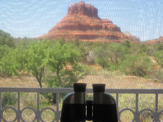Canyon Villa Bed and Breakfast Inn of Sedona: Inside Ocotillo room looking out at Bell Rock
