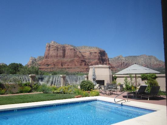 Canyon Villa Bed and Breakfast Inn of Sedona: Pool and Courthouse Butte shot from Ocotillo room