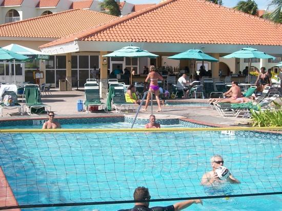 La Cabana Beach Resort & Casino : pool & pata pata bar
