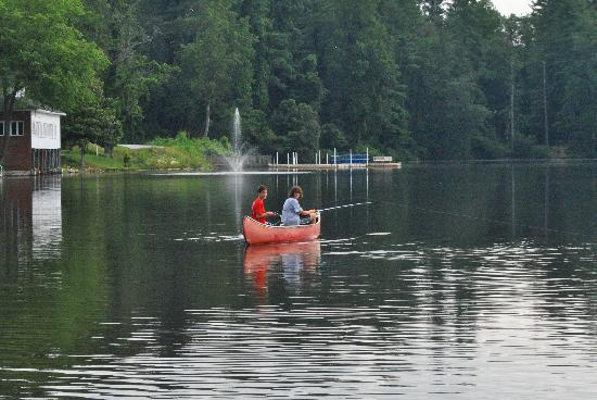 Mountain Lake Cottages: happy on the canoe