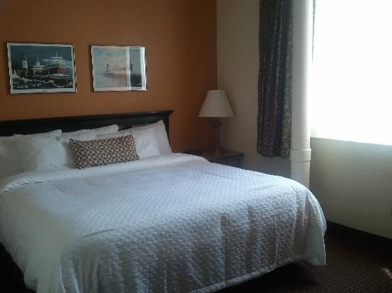The Suites Hotel in Canal Park: Suite 222 Much lighter, same high quality bed and bedding, quieter room