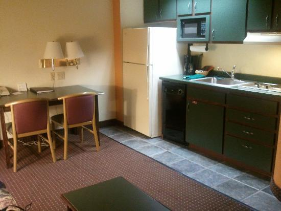 The Suites Hotel in Canal Park : suite 222 kitchenette
