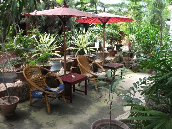 Mingalar Inn: Peaceful garden