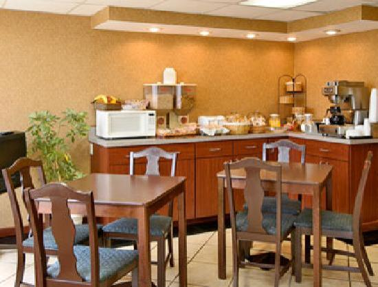 Red Roof Inn Portsmouth - Wheelersburg: Breakfast Area