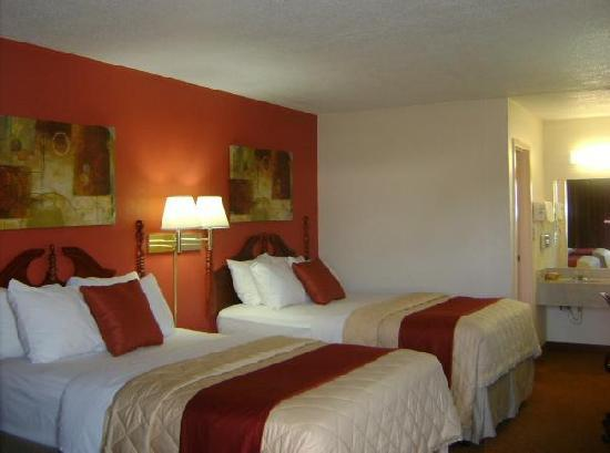 Red Roof Inn Portsmouth - Wheelersburg: Deluxe Two Double Bedroom