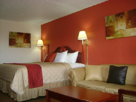 Red Roof Inn Portsmouth - Wheelersburg: Deluxe King Bedroom